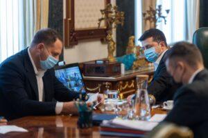 Пришвидшення вакцинації та боротьбу з підробкою ПЛР-тестів і сертифікатів про щеплення проти COVID-19 обговорили на нараді у Президента